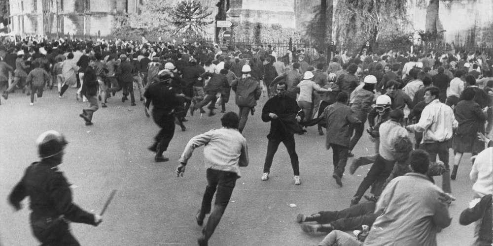 mai-68-a-bordeaux-une-manifestation-devant-la-mairie-place-pey-berland